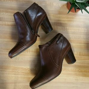 Clarks artisan heeled Brown booties size 7.5